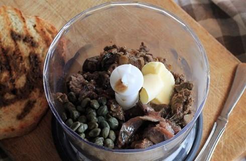 il paté di fegatini di pollo per i crostini toscani