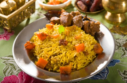 La cucina araba e le ricette tipiche tra latte di cocco, spezie e riso Basmati