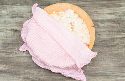 La cottura del riso per gli hosomaki