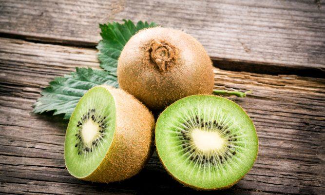 Kiwi: le proprietà, i valori nutrizionali e come usarli in cucina
