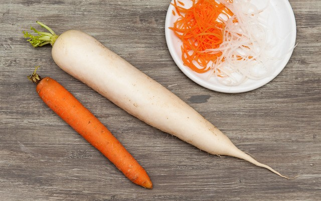 La carota e il daikon per il sashimi