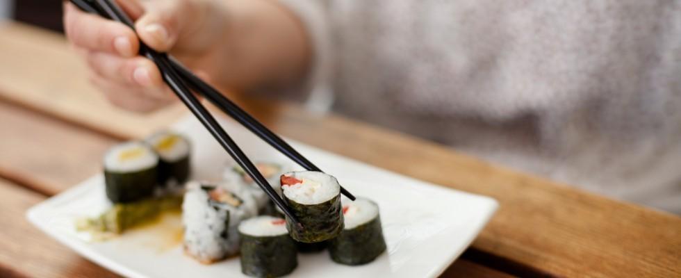 23 regole del galateo per mangiare il sushi