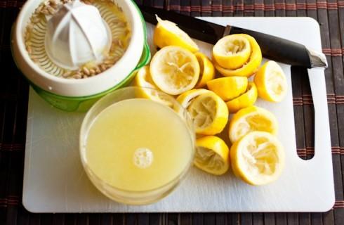 La preparazione del sorbetto al limone