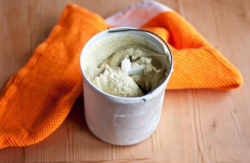 La preparazione del gelato al pistacchio