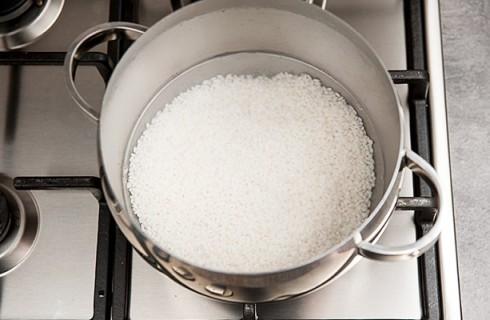 La bollitura del riso per il sushi