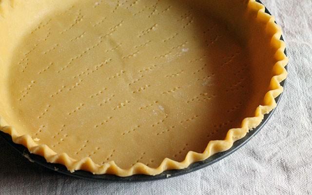 La ricetta illustrata della crostata meringata al limone - Foto 8