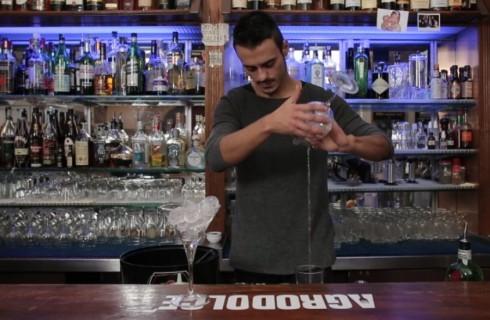 Preparazione_cocktail_martini_in&out