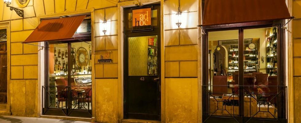 Ad Hoc, Roma