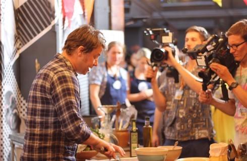 Il vino e la birra spiegati da Jamie Oliver su Drinks Tube