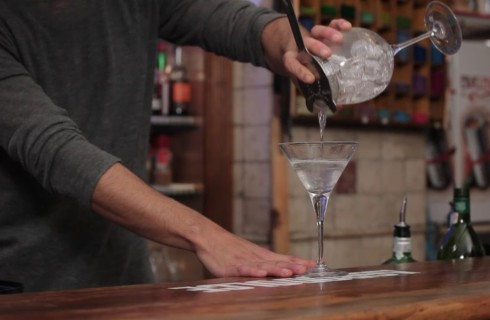 la_preparazione_del_cocktail_martini_001