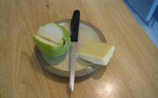 Le pere con formaggio fuso, la ricetta facile e sfiziosa