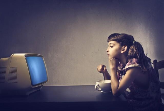 Mangiare guardando la tv