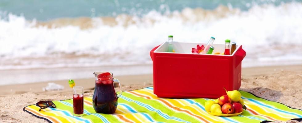 16 regole del galateo per mangiare in spiaggia