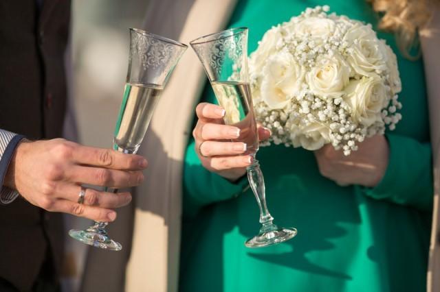 bicchieri di vino al matrimonio