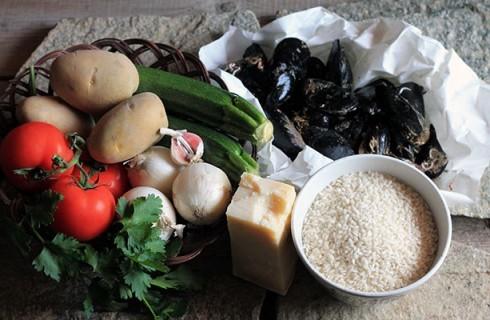 Gli ingredienti della tiella di riso patate e cozze