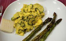 Ecco le zucchine con uova strapazzate: un secondo veloce ma gustoso
