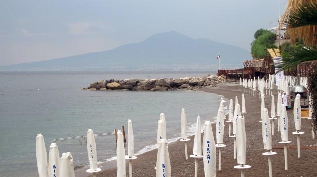 La vista del Vesuvio dal Bikini