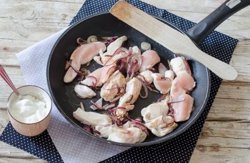 La preparazione del pollo alla paprika