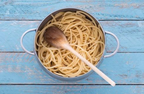 La cottura della pasta per la frittata di pasta