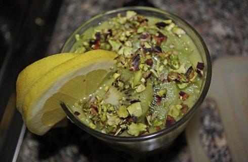 Il frullato di banana, mela e kiwi da provare per la merenda
