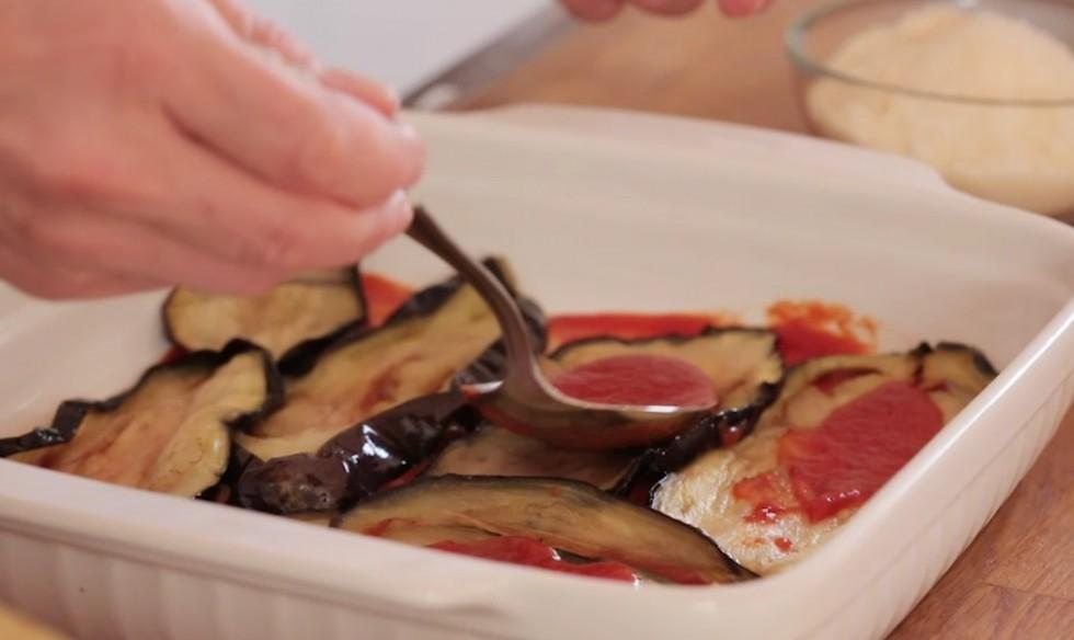 Come fare la parmigiana di melanzane step by step - Foto 12