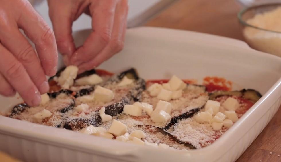 Come fare la parmigiana di melanzane step by step - Foto 14