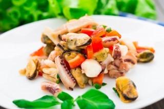 Perché l'insalata di mare non è sostenibile