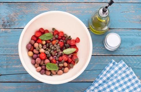 Il condimento dell'insalata di orzo