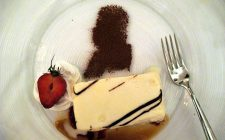 Ecco il semifreddo al cioccolato bianco e cocco per un dessert goloso