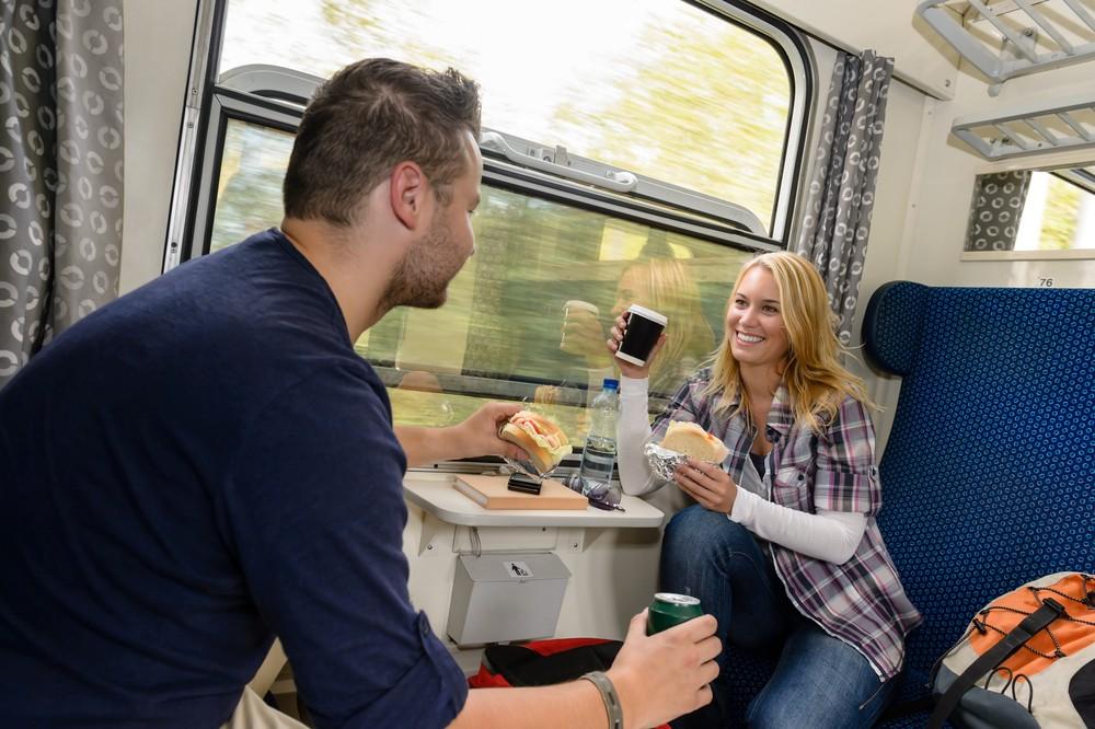 Купе поезда в знакомство