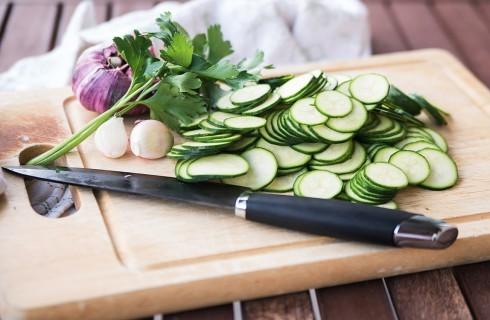 Le zucchine tagliate a rondelle