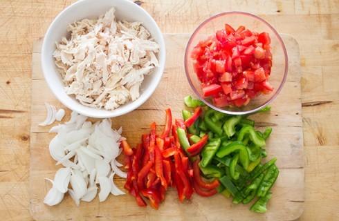 La preparazione del ripieno dei burritos