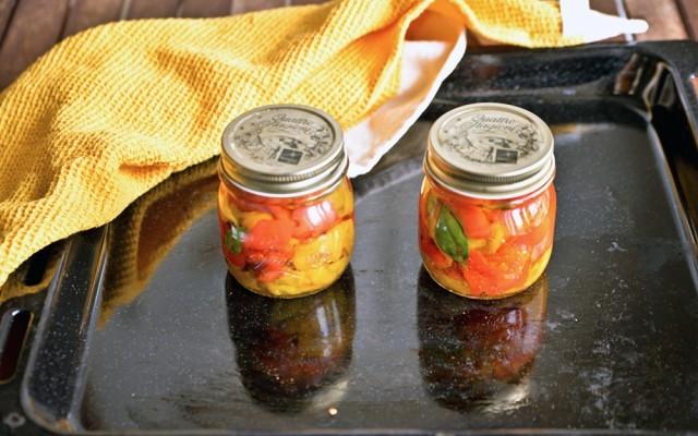 La preparazione dei peperoni sott'olio