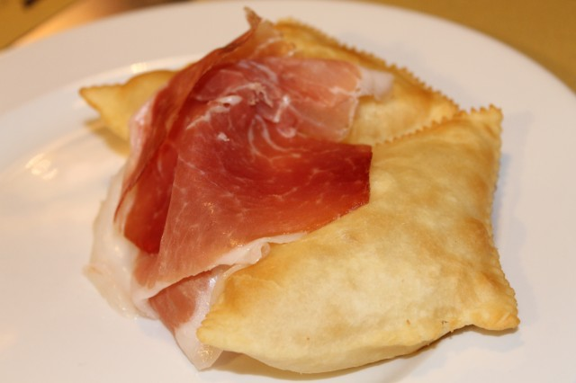 Gnocco-fritto-con-crudo-2