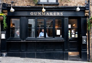 The Gunmakers, Londra