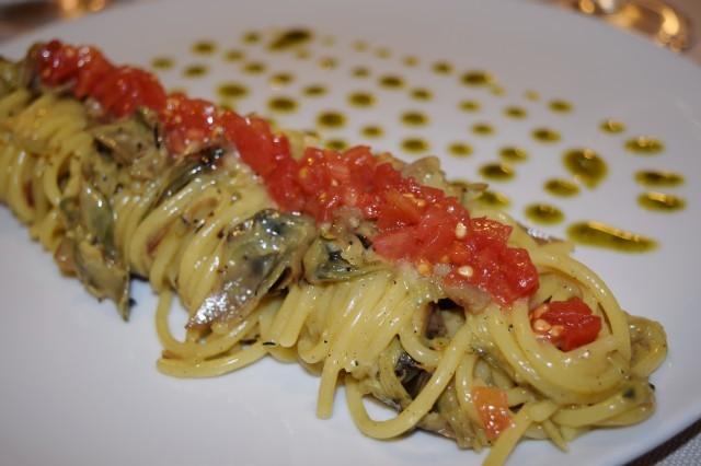 Spaghetti con carciofi arrostiti, vaniglia e colatura di alici