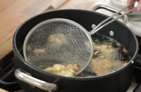 la_cottura_delle_frittelle_di_zucchine