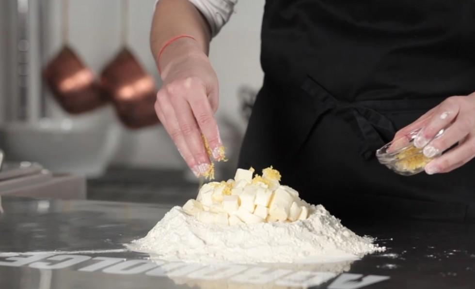La ricetta della crostata di frutta step by step - Foto 15