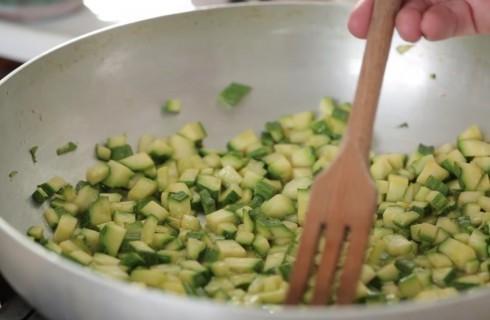 le_zucchine_per_la_preparazione_delle_frittelle_di_zucchine