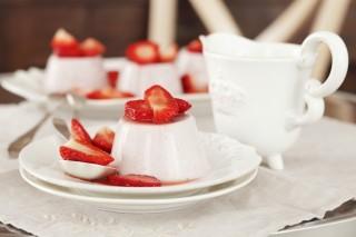Panna cotta alle fragole: dolce al cucchiaio