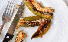 I peperoncini verdi ripieni con mollica e capperi, la ricetta sfiziosa