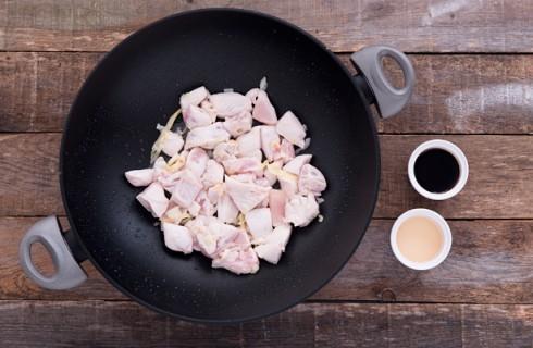 La preparazione del pollo allo zenzero