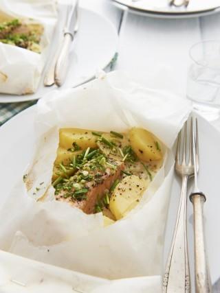 Salmone al cartoccio con patate