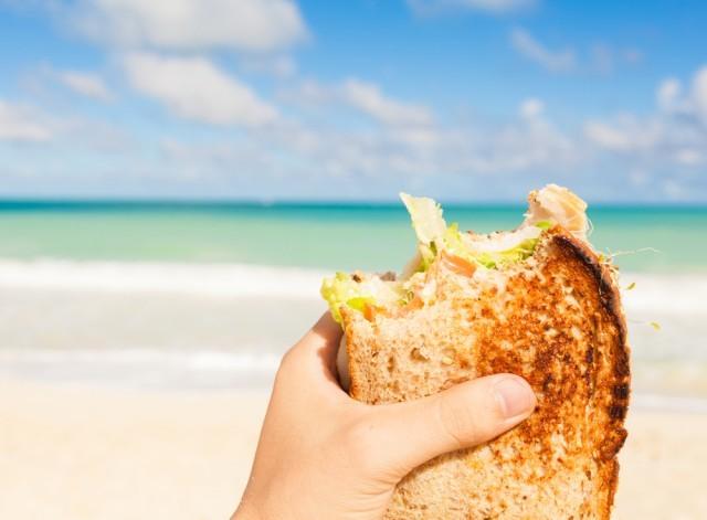 panino sulla spiaggia