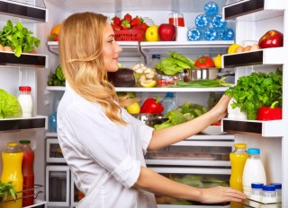 Alimenti in frigo: a ogni cibo il suo ripiano