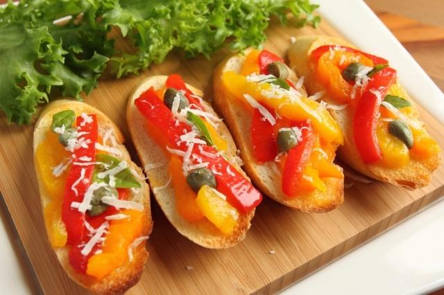bruschetta con peperoni