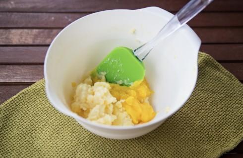 La preparazione della delizia al limone