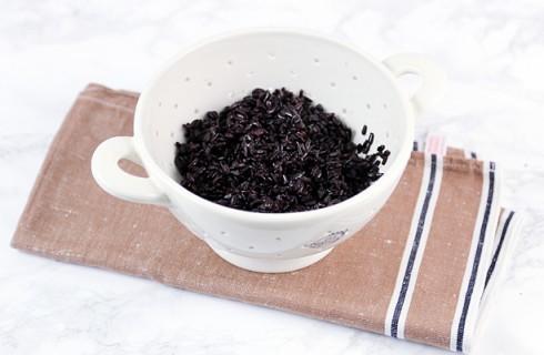 La preparazione dell'insalata di riso venere