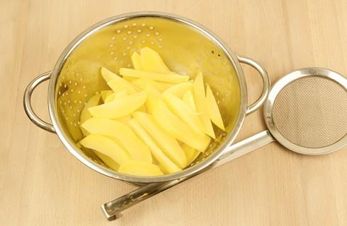 La preparazione della patate sabbiose