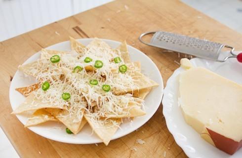 La preparazione dei nachos